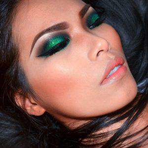 Glitter green smokey eyes.